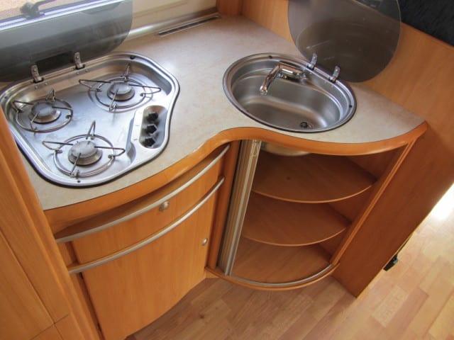 LMC 698 G kookvuur wasbekken en keukenkast