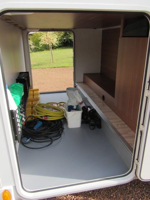 LMC 694 G Fiat garage met toebehoor