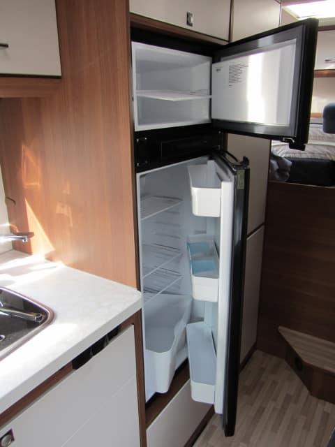 LMC 694 G Fiat koelkast en aparte diepvriezer