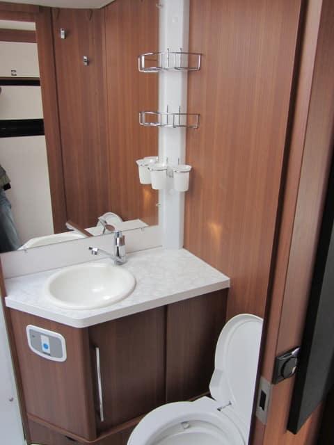 LMC 694 G Fiat WC met lavabomeulel