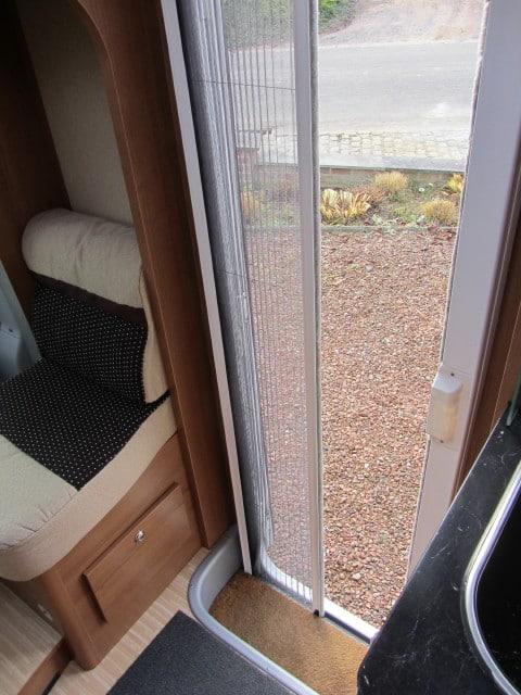 LMC 643 G ingangsdeur met vliegendeur