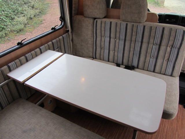 LMC 663 G verlengde zitbank en tafel